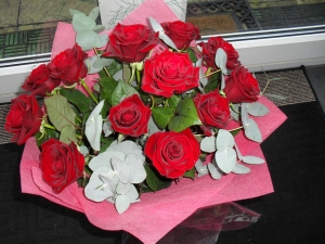 12 Handtied Red Roses