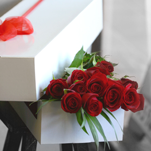 12 Red Rose Box