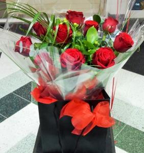 Deluxe Twelve Red Roses