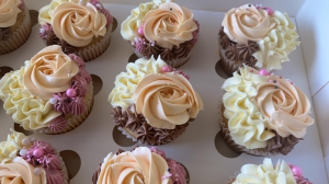 Bouquet And Cup Cakes