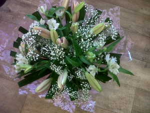 Non Scented Lily Handtied