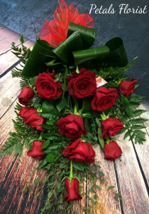 12 Red Roses Tied