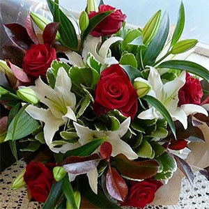 Red Rose And Lily Arrange
