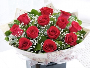 Beautiful Dozen Red Roses