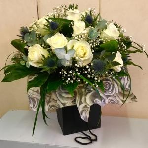 12 White Roses & Thistles