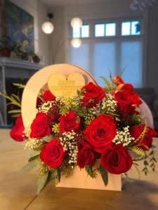 12 Stem Roses In Gift Box