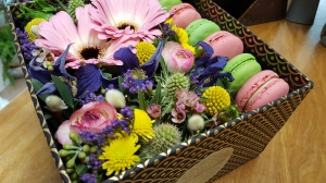 Flowers And Macarons Box