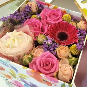 Flowers And Cupcake Box