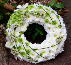 Modern Wreath Tribute