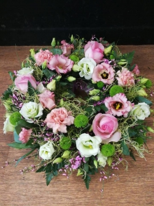Loose Wreath Tribute Pink