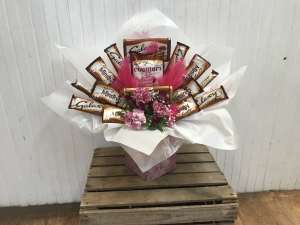 Chocolate And Flower Bouq