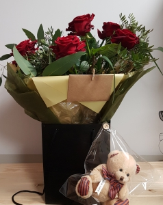 6 Roses With Ted