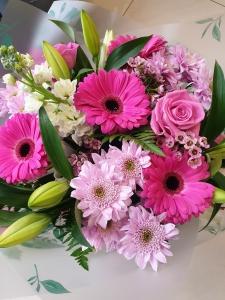 Daisy Paw Bouquet