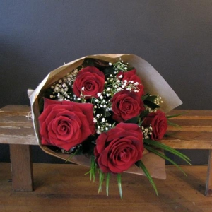 6 Red Roses Of Love