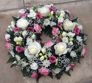 White & Pink Wreath Ring