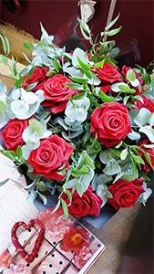 Luxury 12 Roses
