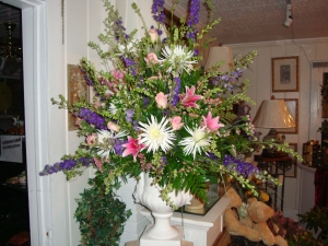 Spring Mixture Urn Arrangement