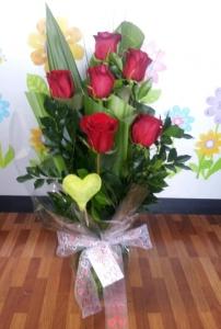 Stunning Half Dozen Red Roses In A Vase
