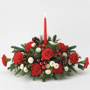 Traditional Holiday Centerpiece